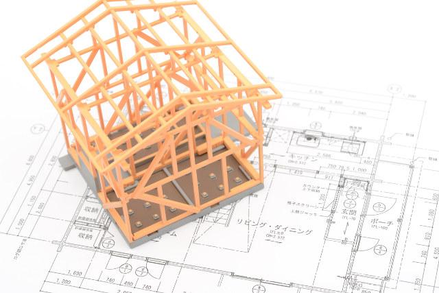 木造住宅の枠組みと設計図